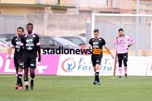 """Il Palermo alla """"Tafazzi"""" si dà martellate sui… playoff. Le pagelle ironiche di A&F"""